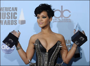 "Something About Rihanna's Dress Says ""Hands Off"" !"