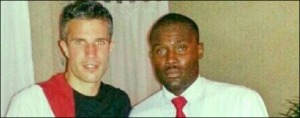 Robert-Van-Persie selfie with hotel worker
